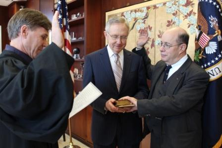 Chief Judge Rader swearing in Circuit Judge Wallach while Senator Reid holds the Lincoln Bible.